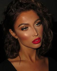 9 Ways to Reinvent the Classic Red Lipstick Makeup Look Red Lipstick Makeup Brown Eyes classic Lipstick Makeup Red Reinvent Ways Red Lipstick Makeup Looks, Makeup Eye Looks, Skin Makeup, Beauty Makeup, Makeup Looks With Red Lips, Brown Makeup Looks, Best Red Lipstick, Glam Makeup Look, Flawless Makeup