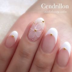 Prized by women to hide a mania or to add a touch of femininity, false nails can be dangerous if you use them incorrectly. Types of false nails Three types are mainly used. French Manicure Nails, My Nails, Sunflower Nail Art, Gel Nagel Design, Kawaii Nails, Bride Nails, Wedding Nails Design, Chic Nails, Sparkle Nails