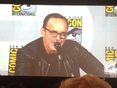 NO INTRO NEEDED BUT EVERYONE SHULD B JEALOUS BECUZ COULSON #AgentsofSHIELD #SDCC pic.twitter.com/kw3O6irNwr