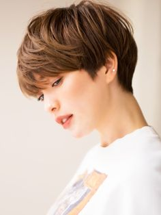 27 Angled Bob Hairstyles Trending Right Right Now for 2019 - Style My Hairs Braided Updo For Short Hair, Short Hair Styles Easy, Short Hair Cuts, Medium Hair Styles, Japanese Short Hair, Asian Short Hair, Girl Short Hair, Short Hairstyles For Women, Cool Hairstyles