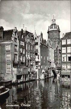 1940's. View on the Oudezijds Kolk, also called 't Kolkje, in Amsterdam seen…