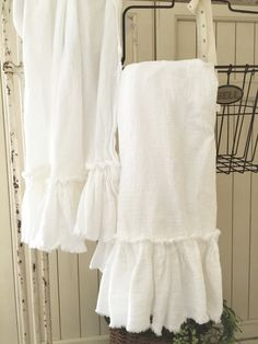 Ruffled Tea Towels Cotton Ruffles Tea by SimplyFrenchMarket Country Farmhouse Decor, Farmhouse Chic, Old House Design, Joanna Gaines Style, What's Your Style, White Towels, Cottage Homes, Shabby Chic Decor, Tea Towels
