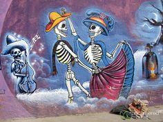 Oaxaca street art of dancing skeletons, Mexico. Group Art Projects, Art Projects For Adults, Graffiti Art, Art Studio Design, Robot Concept Art, Best Street Art, Diy Canvas Art, Small Art, Dance Art