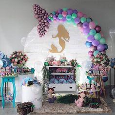 "1,722 Me gusta, 46 comentarios - Festa | Fazendo a Nossa Festa (@fazendoanossafestaoficial) en Instagram: ""Incrível festa com o tema Sereia!💕 Credito: @sisters_campeol Bolo e doces:…"" Balloon Decorations, Birthday Party Decorations, Birthday Parties, Mermaid Theme Birthday, Girl Birthday Themes, Balloon Garland, Balloons, Balloon Stands, Little Mermaid Parties"