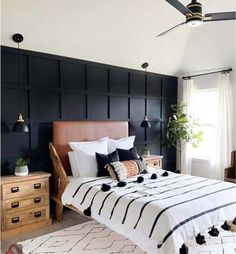 Accent Wall Bedroom, Bedroom Decor, Wooden Bedroom, Master Bedroom Interior, Master Bedroom Makeover, King Bedroom, Black Accent Walls, Bedroom Black, Black White Bedrooms