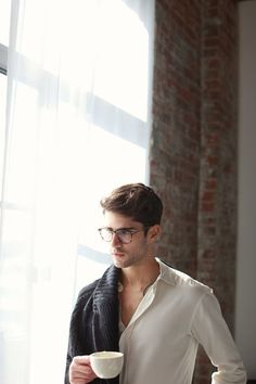 Man style Men's fashion and style photos Grant Mid Shoe Off White Gq, Style Gentleman, Gentleman Fashion, Dapper Gentleman, Look Man, Warby Parker, Photography Poses For Men, People Photography, Outdoor Fashion