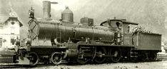 Vierzylinder-Verbundmaschine A 3/5 Nr. 215 der Gotthardbahn (spätere A 3/5 Nr. 915 der SBB). Die Lok war aus einer zwischen 1894 und 1905 von der Schweizerischen Lokomotiv- und Maschinenfabrik (SLM) in Winterthur gelieferten Serie von 30 Schnellzugsloks mit einer Höchstgeschwindigkeit von 90 km/h auf den Tal- und von 40 km/h auf den Bergstrecken. Die Loks Nr. 201 und 202 waren zunächst als Versuchsloks geliefert worden, mit leichten Modifizierungen bei den folgenden Nrn. 203-230.