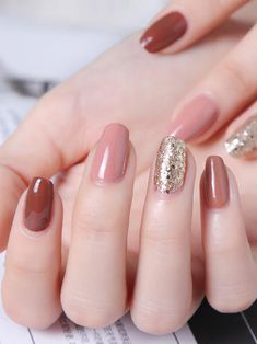 Stylish Sequin Nails Designs You will Love. Glitter on nails makes any woman feel a few years younger than her age. Nail art with glitter makes Winter Nails, Spring Nails, Summer Nails, Nail Designs Pictures, Nail Art Designs, Try On Hairstyles, Glitter Nail Art, Holiday Nails, Nail Trends