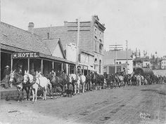 Sumpter    A horse train in Sumpter prior to the 1917 fire. Photo courtesy Baker County Library, Baker City, Oregon