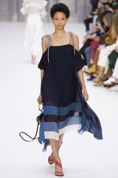 Chloé Spring 2017 Ready-to-Wear Fashion Show - Lineisy Montero (Next)