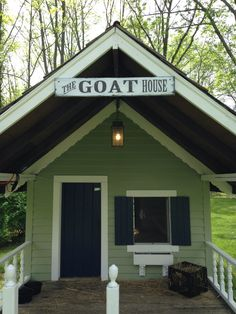 How To Raise Goats: Natural Goat Care for Meat, Milk and Profits in Your Backyard - Tools And Tricks Club