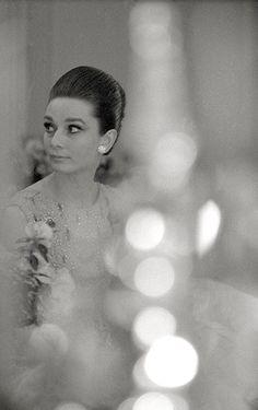 Audrey Hepburn no Hotel Ritz antes da première de My Fair Lady em Paris, 1964