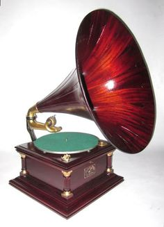 "VICTOR ""VI"" Talking Machine, with ""Spear-Tip"" Mahogany Horn. 1908. What a great piece this would be for the home."