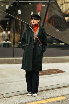 The last week of December 2018 Winter Women's Street Style in Seoul – échev… - Winteroutfits 2020 Trends Korean Winter Outfits, Winter Fashion Outfits, Fashion Week, Look Fashion, Japan Winter Fashion, Fashion 2018, Womens Fashion, Street Style Vintage, Asian Street Style