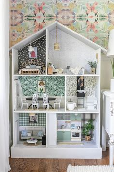 Modern Dollhouse, Diy Dollhouse, Dollhouse Bookcase, Victorian Dollhouse, Barbie Furniture, Dollhouse Furniture, Furniture Redo, Furniture Projects, Doll House Plans