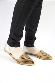 This perfect neutral flat needs no explanation! Pair these with anything and everything!