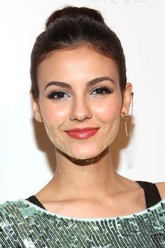 Victoria Justice's Chic Chain: Don't be fooled: this earring-cuff combo seems like serious hardware, but it's actually a clever illusion. We dig how Victoria played up her classic style with this quirky bauble.