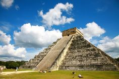 『チチェン・イッツァ』は、1988年 世界遺産に登録されたメキシコ・ユカタン半島のマヤ遺跡です。 メキシコの真っ青な空と深い緑に囲まれた古代のパワースポット、『チチェン・イッツァ』の不思議な魅力についてについてまとめました!