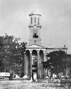 On the lawn of the Rutherford County Courthouse, the Union troops were garrisoned from after the Stones River Battle in 1863 until the end of the Civil War. This area became a supply depot and a connecting point for the Union Army until the end of the war.