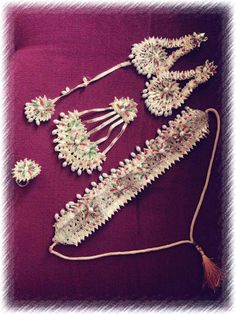 For mehendi Dorset Buttons, Cross Stitch Books, Silk Thread, Mehendi, Diy And Crafts, Jewels, Knitting, Goat, How To Make