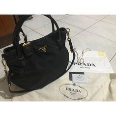 Saya menjual Authentic Prada. Tessuto 2011 seharga Rp4.950.000. Dapatkan produk ini hanya di Shopee! https://shopee.co.id/monikanurinda/706737381 #ShopeeID