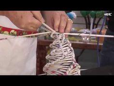 Simples Assim: Aprenda a fazer uma árvore de natal com jornal - YouTube