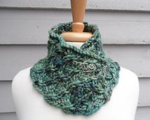 Just love this, pattern, yarn, pin....Ravelry: Apfelwein pattern by Laura Aylor