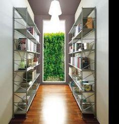 Socrate reolsystem er et modulært, minimalistisk vægsystem med flere størrelser hylder.