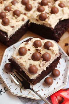Thick and Fudgey Malteser Traybake Cake with a Malt Fudge Sponge, Malt Buttercream Frosting and Maltesers! Perfect for parties and Malteser fans! Tray Bake Recipes, Baking Recipes, Cake Recipes, Dessert Recipes, Chocolate Coconut Slice, Chocolate Traybake, Chocolate Sponge, Chocolate Cakes, Mary Berry Tray Bakes