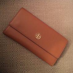 Tory Burch Wallet Tan, shiny inside, 12 card slots, 4 bill pockets, 1 coin pocket Tory Burch Other