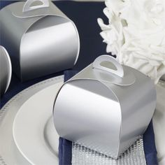 eFavormart is an importer, distributer, and wholesaler of wedding favors and wedding supplies, including tablecloths, chair covers, and wedding centerpieces.
