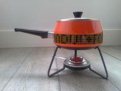 Oranje retro fonduestel