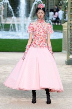 Chanel Spring 2018 Couture Runway Show - Chanel Couture Fashion Week Spring 2018 Fashion Week Paris, Fashion Week 2018, Milan Fashion Weeks, 50 Fashion, Couture Fashion, Runway Fashion, Fashion News, London Fashion, Chanel Couture