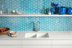 Spüle in der Küche orange küchenspiegel fliesen meerblau