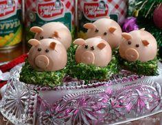 Закуска — это изюминка любого праздничного стола! Оригинальные и нарядные закуски возбуждают аппетит и создают праздничное настроение. Поэтому такие симпатичные румяные свинки — символ наступающего года, отлично будут смотреться на Новогоднем столе! Изюминка этих поросят в том, что они... Food Art, Goats, Eggs, Snacks, Christmas Ornaments, Holiday Decor, Cooking, Breakfast, Garnishing