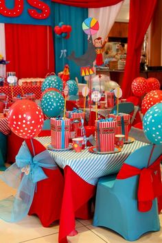 Wow I love the curtains Circus Carnival Party, Circus Theme Party, Carnival Birthday Parties, Birthday Party Themes, Circus Wedding, Carnival Costumes, Dumbo Birthday Party, Baby Boy 1st Birthday, Circus Birthday