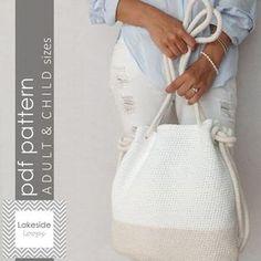 Un patrón de ganchillo fácil para el perfecto bolso de verano o playa bolso... completa con cuerda de ganchillo! Este patrón crea dos tamaños así