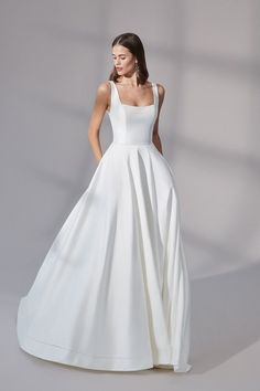 NEW ARRIVAL: Charleston by @justinalex A classy Mikado ballgown with a flattering square neckline and chic straps 🤍 Wedding Dress Pictures, Wedding Dress Trends, Dream Wedding Dresses, Wedding Gowns, Classic Wedding Dress, Wedding Bride, Wedding Blog, Destination Wedding, Tulle Ball Gown