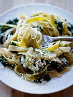 Pasta with Fennel, Kale & Lemon | bloggingoverthyme.com I made this without the onions and I used spaghetti noodles. AMAZING.