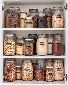 Zero Waste Kitchen Essentials - Going Zero Waste Kitchen Pantry Design, Diy Kitchen, Kitchen Decor, Kitchen Corner, Boho Kitchen, Smart Kitchen, Kitchen Dishes, Kitchen Stuff, Kitchen Island