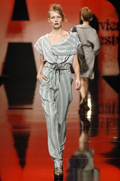 Vivienne Westwood Spring 2006 Ready-to-Wear Collection Photos - Vogue