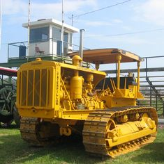 1939, CATERPILLAR. D-8. Caterpillar Bulldozer, Caterpillar Equipment, Pipeline Construction, Cat Machines, Crawler Tractor, Road Train, Old Tractors, Heavy Machinery, Vintage Farm
