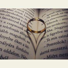 Image via We Heart It https://weheartit.com/entry/172067748/via/23383490 #book #music #read #reading #ring #weheartit #bookheart #bexi #leinerlaura #hullócsillag
