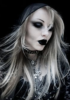 goth girl frame lips - photo #20