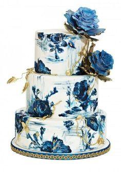 Floral wedding cakes | wedding cakes | cake ideas | wedding day | #weddings #luxurycakes #floral #handpainted | www.starlettadesigns.com