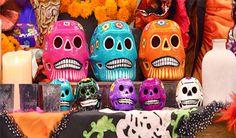 Calaveras y lagartijas Pineda Covalín, la marca mexicana que hace de la cultura popular su principal inspiración, lanza una colección que rinde tributo al Día de Muertos y nuestros tradicionales altares.  Sin duda, la gran aportación de la casa Pineda Covalín es saber retomar, con el mayor de los respetos, las distintas expresiones de …