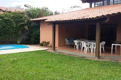 House in Xangri-Lá, Brazil. Linda casa familiar localizada à 4 quadras do mar, à apenas 2 quadras do Centro de Atlântida.  A casa acomoda até 8 pessoas e possui piscina, churrasqueira, lareira, mesa de sinuca, 3 quartos, 2 banheiros, 1 lavabo e um lindo jardim!