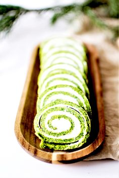Holiday Rolls - Spinach and Fresh Goat Cheese - Trend Appetizer Fine Dining 2019 Vegetarian Appetizers, Finger Food Appetizers, Finger Foods, Appetizer Recipes, Vegan Vegetarian, Dinner Recipes, Quiches, Croissants, Healthy Cooking Recipes
