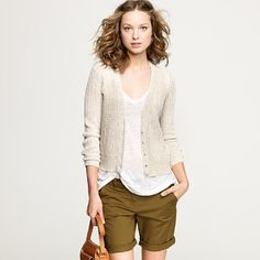 Normally i wouldn't like the color of the shorts, but it shows that with the right outfit any color can look good.
