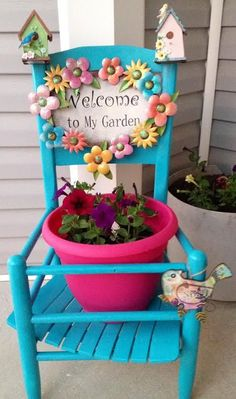 Creative Upcycled Chair Planters Ideas On A Budget 28 Flower Planters, Garden Planters, Flower Pots, Outdoor Projects, Garden Projects, Chair Planter, Garden Junk, Old Chairs, Painted Chairs